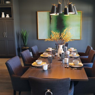 Modern Luxury Dining Room in Brampton